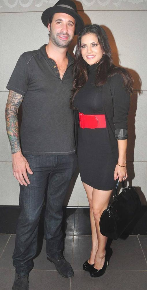 Sunny Leone With Hubby Daniel Weber Spotted at Mumbai Airport