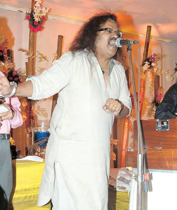 Hariharan Singing Duing Anup Jalota's Birthday Bash