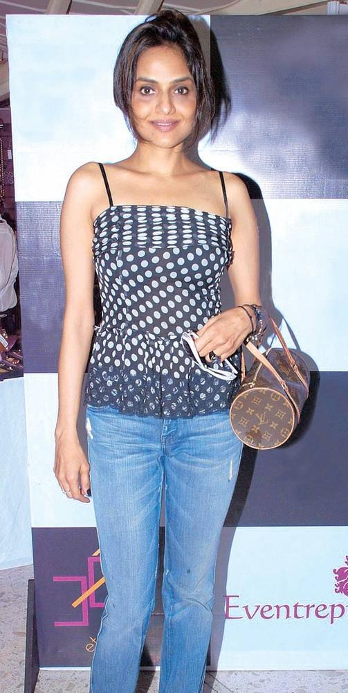Madhoo Shah At A Ladies Shopping Mall