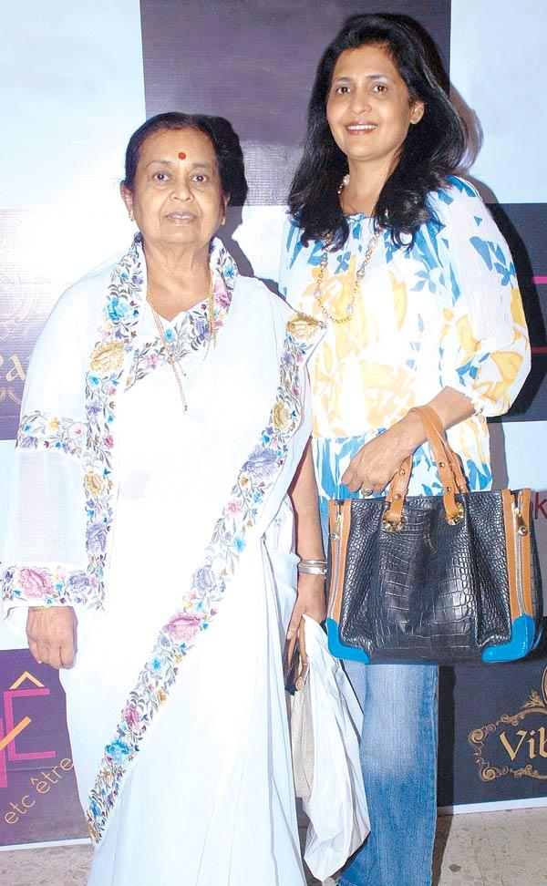 Sharyuben Daftary and Gauri Pohoomal At A Ladies Shopping Mall