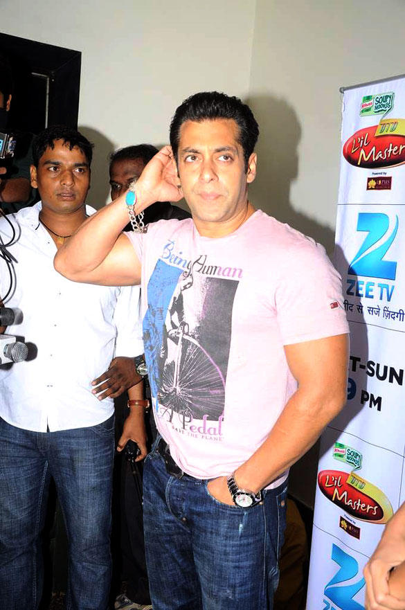 Bollywood Hunk Salman khan on The Sets of DID L'il Masters