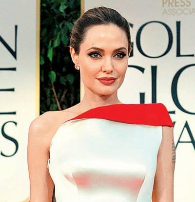 Knives and Daggers Don't Scare Angelina Jolie Away.The Actress Started Collecting Them Since She Was 11 or 12