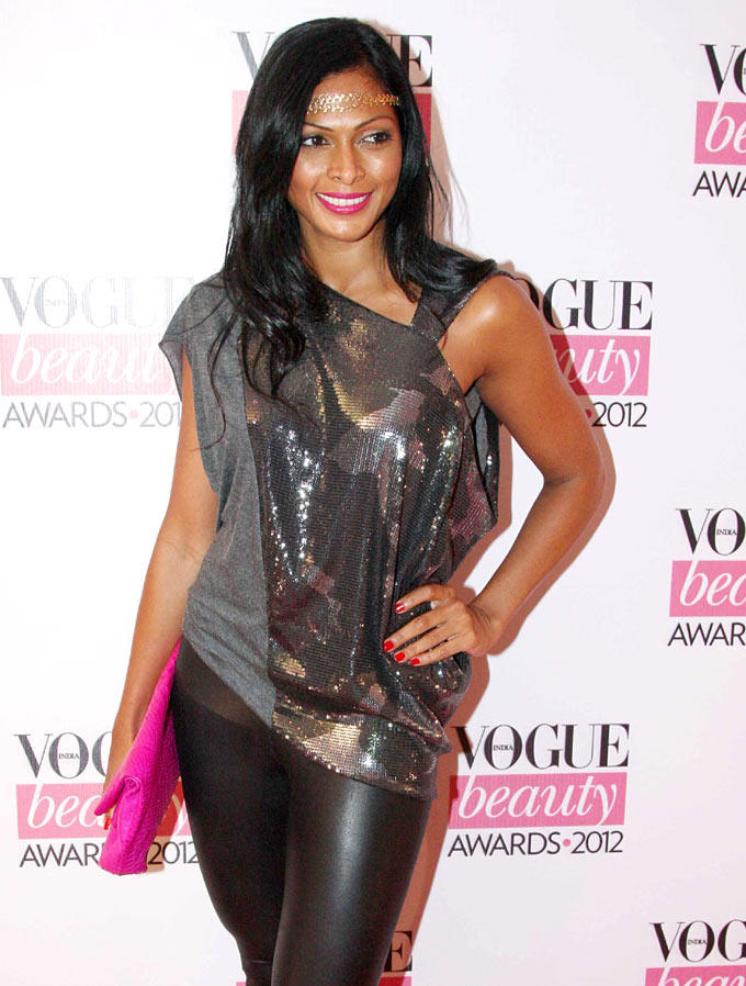 Glamour Babe Snapped at Vogue Beauty Awards 2012