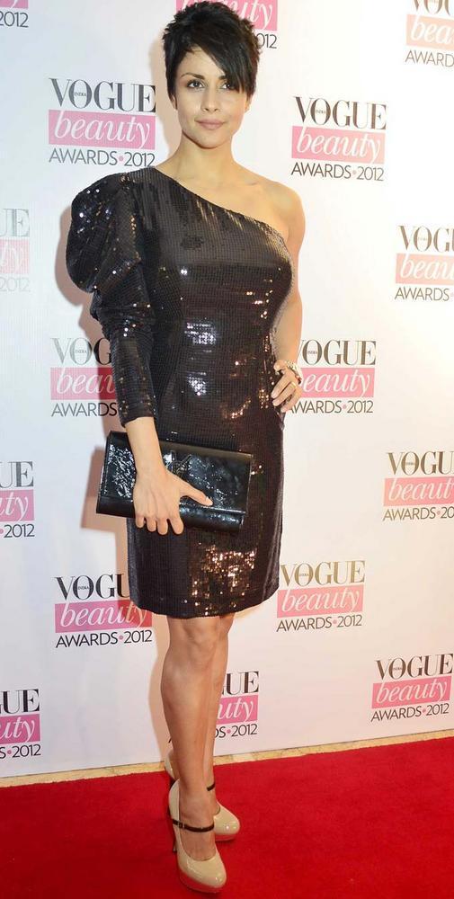 Gul Panag Pose On Red Carpet at Vogue Beauty Awards 2012