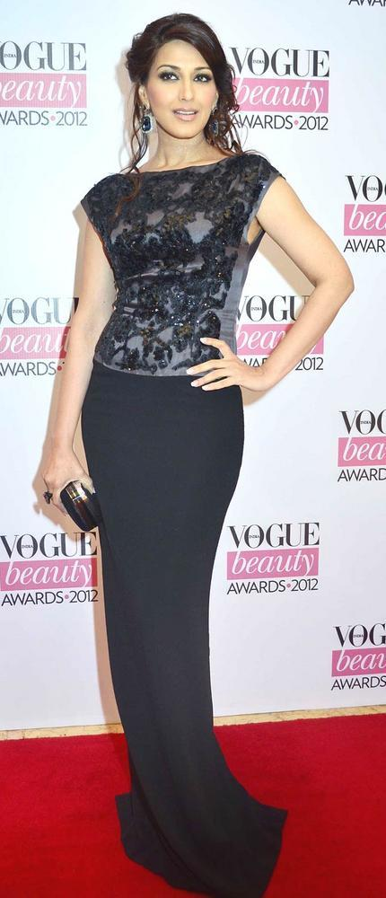 Sonali Bendre Looks Sexy at Vogue Beauty Awards 2012
