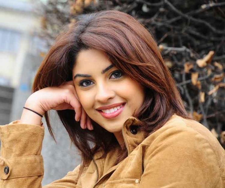 Former Beauty Queen Richa Gangopadhyay Sweet Photo Shoot