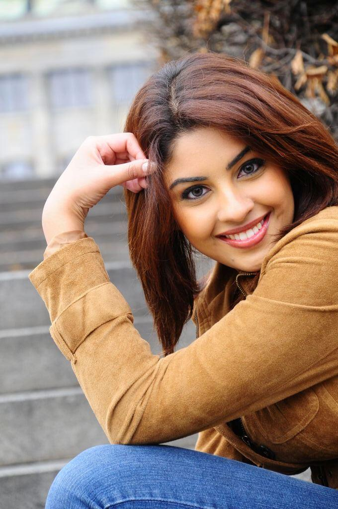 South Actress Richa Gangopadhyay Sweet Photo Shoot