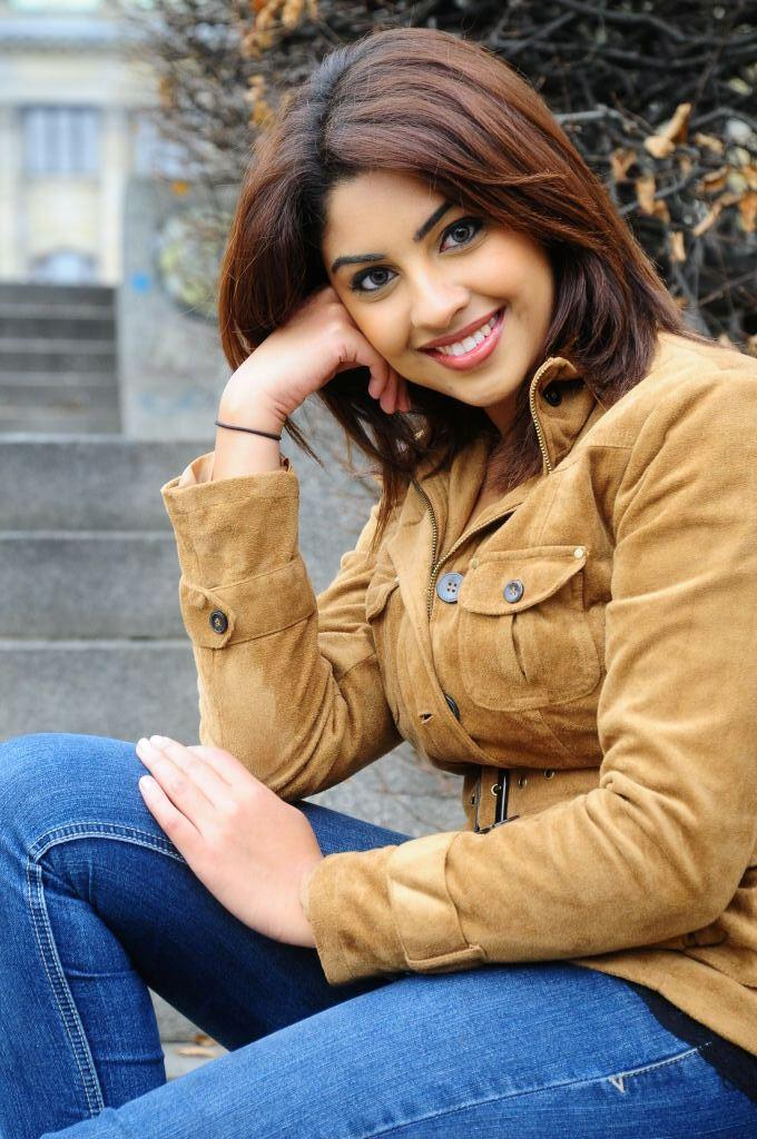 South Hot Beauty Richa Gangopadhyay Sweet Smile Pic