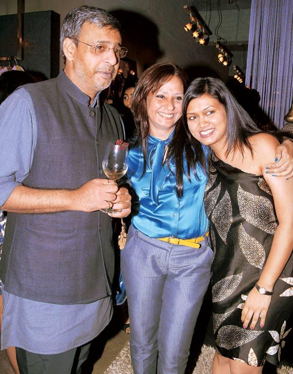 Ashwin Deo,Amrit Rai and Devita Saraf at Narendra Kumar Store