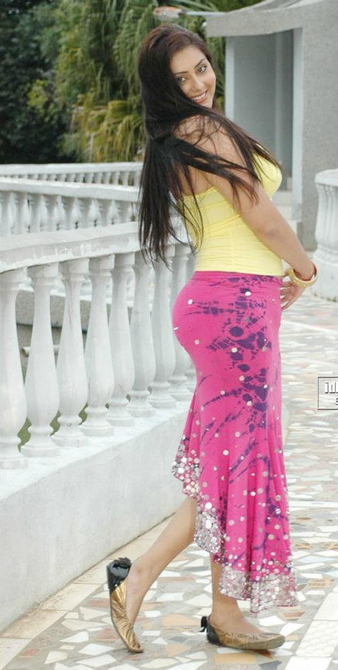 Bombshell Namitha Gives Her Back View