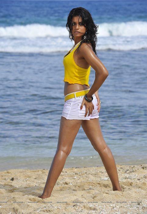 Shraddha Das Hot Body Show at Beach Photo