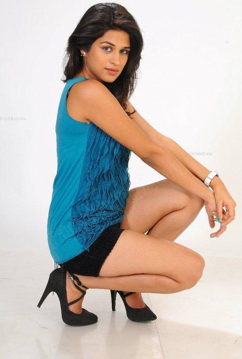 Shraddha Das Sexy Show From Latest Photo Shoot