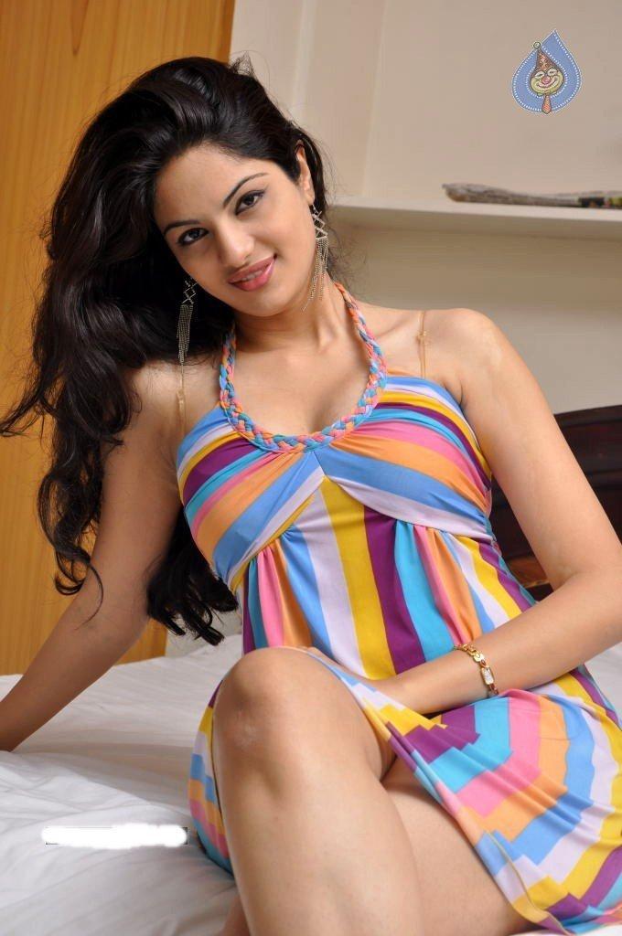 South Model Actress Jinal Pandya Sexy Sizzling Pic