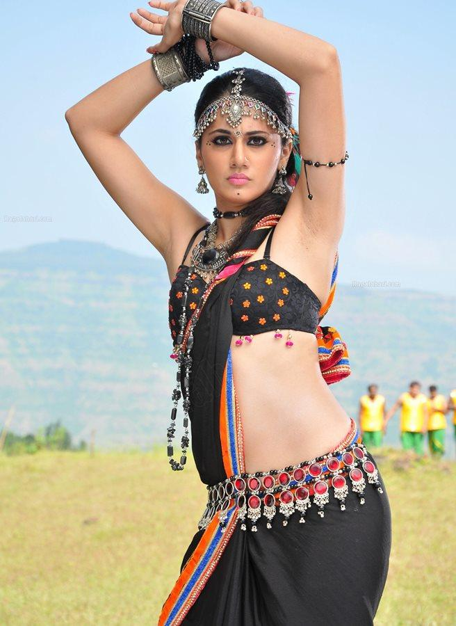 Taapse Pannu Shows Her Complete Figure