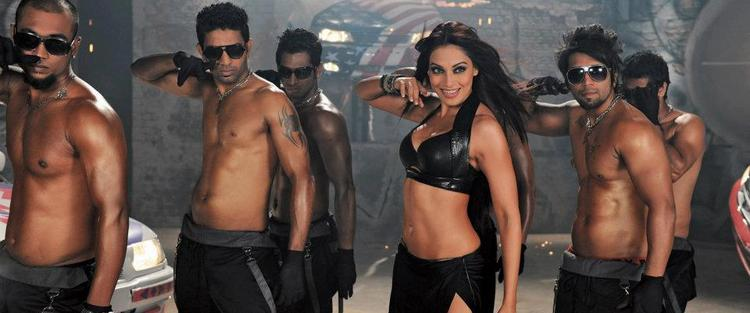 Bipasha Basu Looks Sizzles and Scares in Raaz 3
