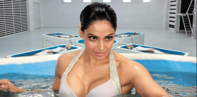 Bipasha Looking Hot In Raaz 3 Movie Kya Raaz Hai Song