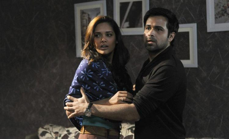 Emraan and Esha A Still From Raaz 3