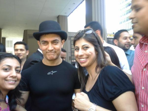 Aamir Khan Spotted With Fans on The Set of Dhoom 3