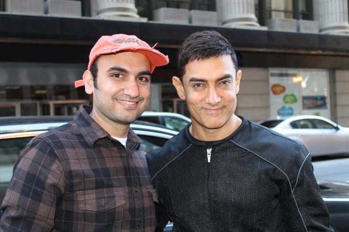 Aamir Khan Sweet Pose On The Sets Of Dhoom 3