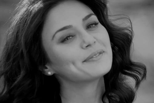 Dimple Beauty Preity Zinta Cute Smile Pic For Ishkq In Paris