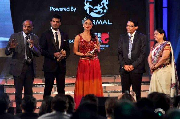 Kareena Kapoor With Award at Credai's Real Estate Awards
