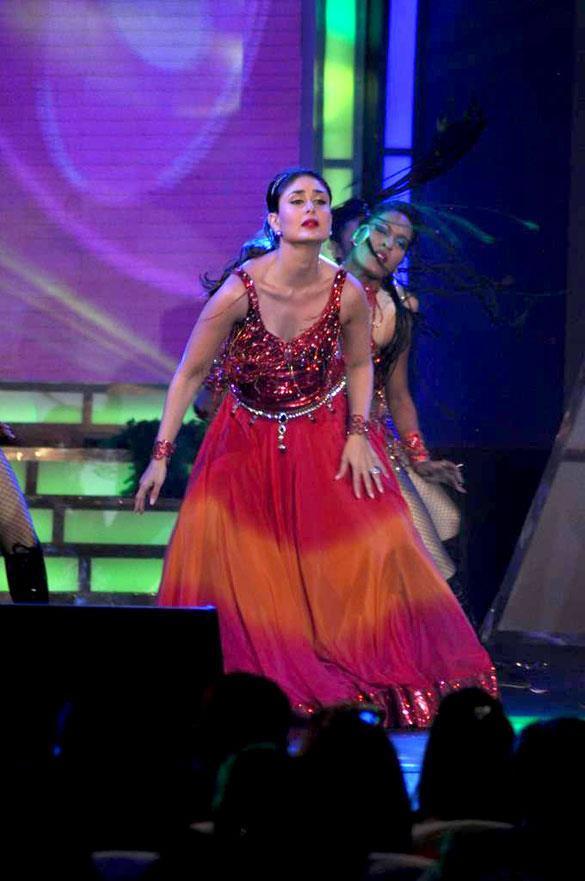 Kareena Performance Still at Credai's Real Estate Awards