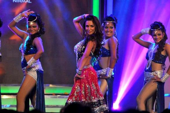Malaika Perform On Stage at Credai's Real Estate Awards
