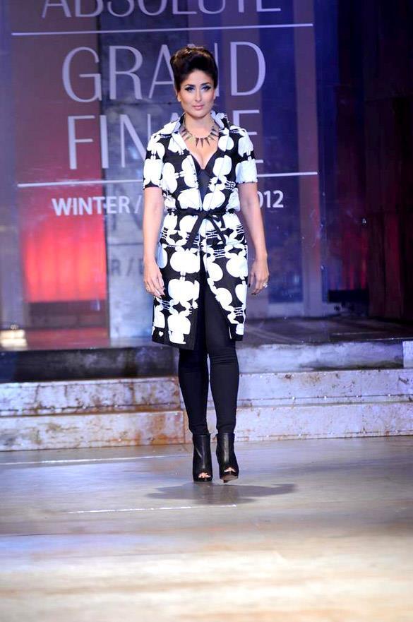 Kareena Walks At Lakme Absolute Fashion Week Winter Festive