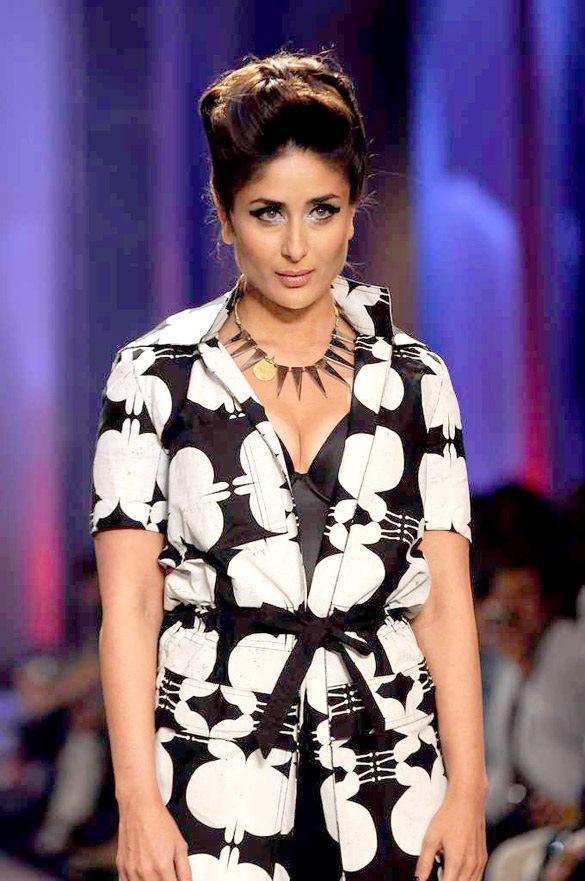 Kareena Walks At Lakme Absolute Winter Festive Fashion Week 2012