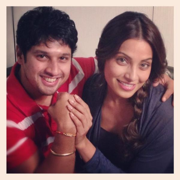 Bipasha Basu Celebrates Rakhi On The Sets of Aatma