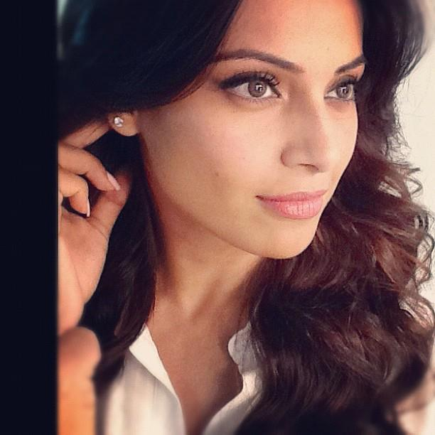 Bipasha Basu Nice Look on the sets of Aatma