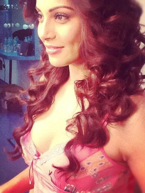 New Photo of Bipasha Basu From The Sets of Aatma