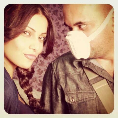 Sexy Bipasha with Director Suparn Verma On The Sets of Aatma