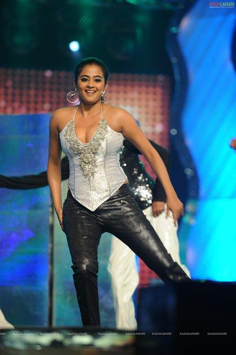 Priyamani Does a Sizzling Performance at Maa Tv Awards