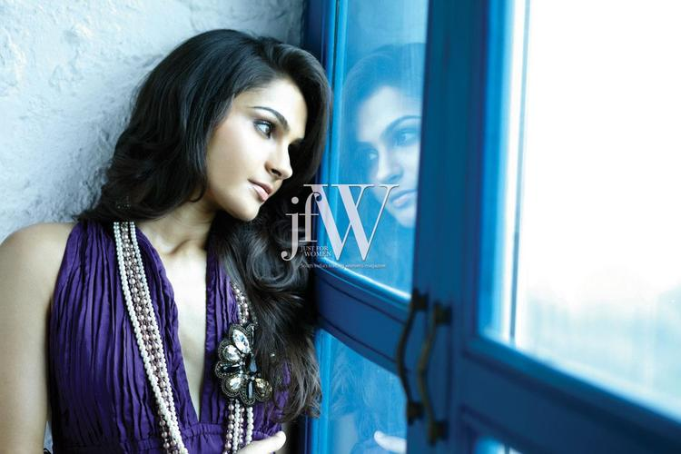 Sizzling Sexy Diva Andrea Jeremiah For JFW Magazine
