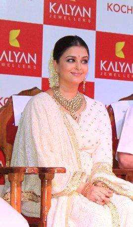 Aishwarya at The Launch of Kalyan Jewellers Showroom
