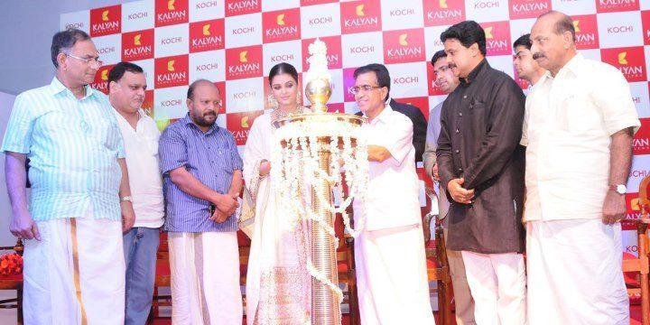 Aishwarya Rai inaugurates Kalyan Jewellers Showroom in Kochi