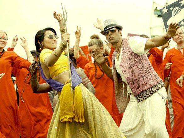 Sonakshi and Akshay Dancing Pic in Joker Movie