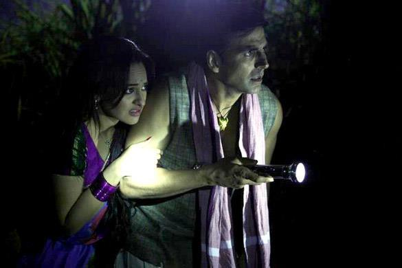 Sonakshi Sinha and Akshay Kumar In Joker Movie