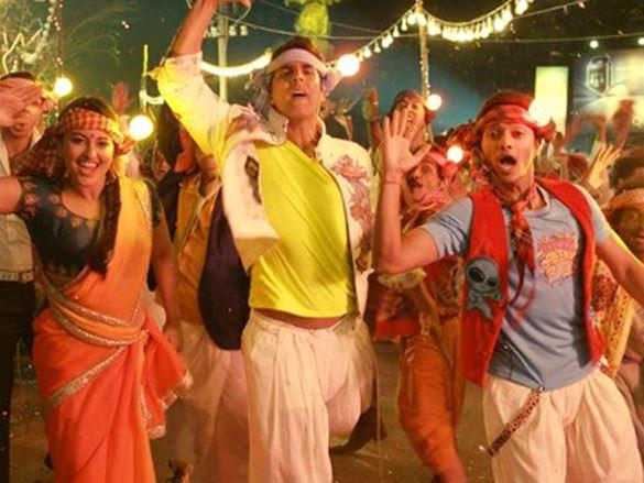 Sonakshi,Akshay and Shreyas in Yeh Joker Song From Joker
