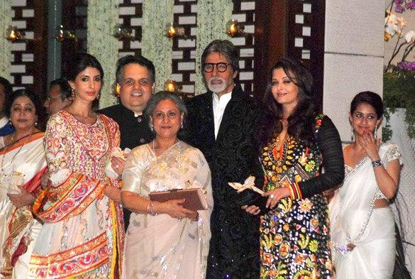 Amitabh Pose With Family During The Grand Party Of Mukesh Ambani