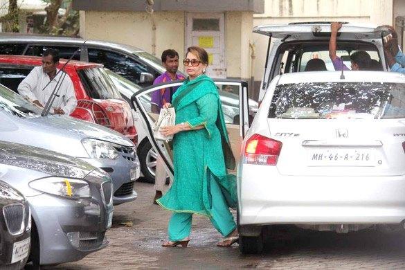 Helen Khan Arrives at Salman Khan's Eid Party in Mumbai