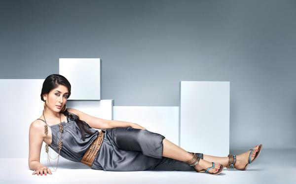 Kareena Sexy Pic For Metro Shoes