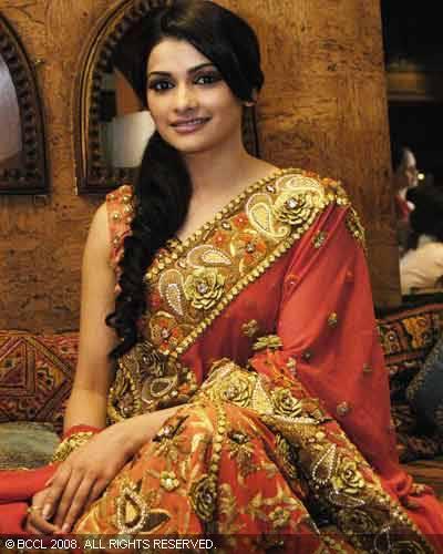 Prachi Desai Sizzling Sweet Look In Saree