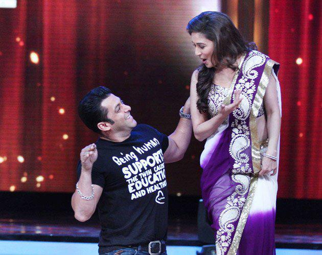 Salman and Madhuri Performs on Jhalak Dikhhla Jaa 5 To Promote