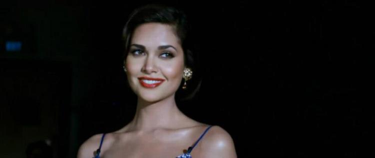 Esha Gupta Sweet New Look For Raaz 3