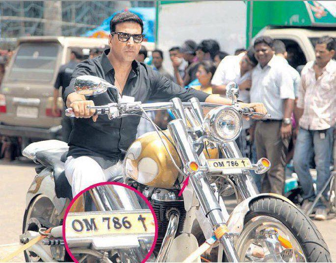 Akshay Kumar Wonderful Still On The Sets Of OMG