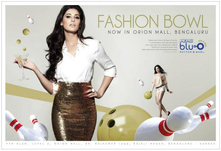 Hot Babe Nargis Fakhri Blu O Ad Still