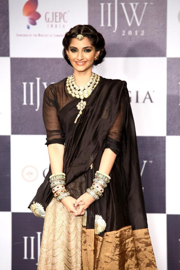 Beautiful Princess Sonam Kapoor Grace IIJW 2012 Grand Finale