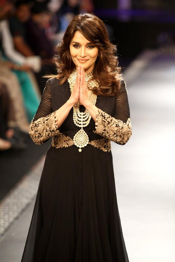 Evergreen Beauty Madhuri Dixit at IIJW 2012 Grand Finale